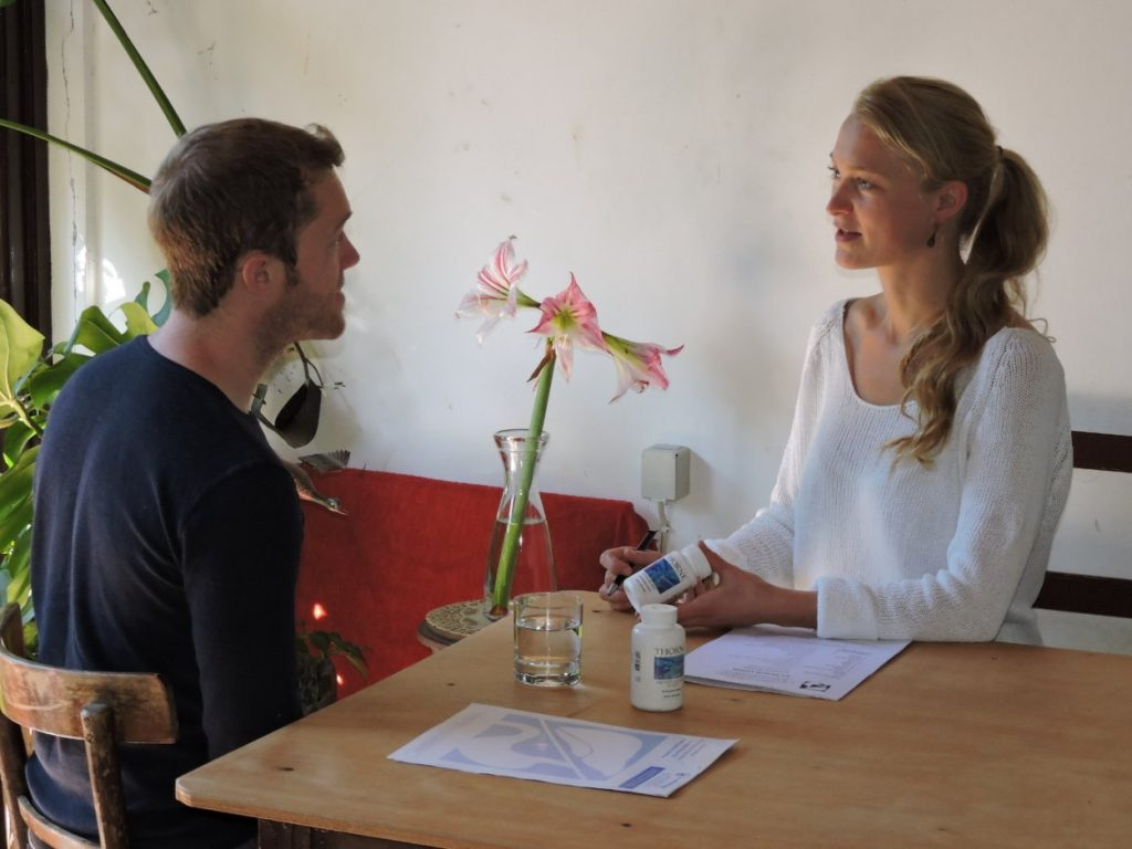 Colleen Grassnick Corfu naturopath with a client